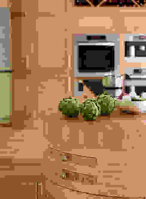 Canterbury | Solid Oak, Hand Painted Kitchen 클래식스타일 주방 by Davonport 클래식 우드 우드 그레인