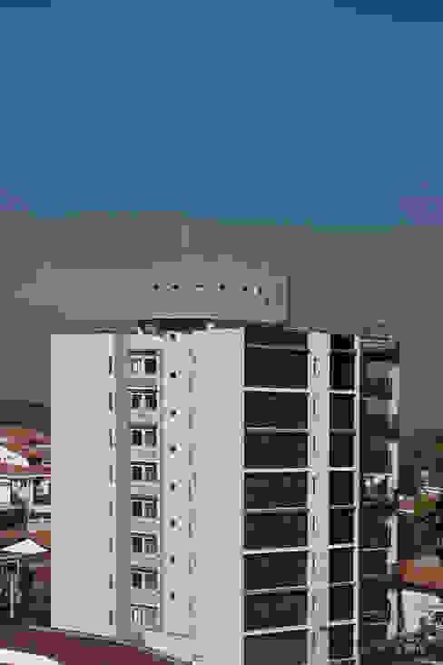 Nowoczesne domy od ARQdonini Arquitetos Associados Nowoczesny