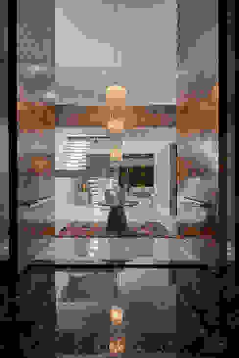 Residência Condomínio Hibisco Corredores, halls e escadas clássicos por Estela Netto Arquitetura e Design Clássico
