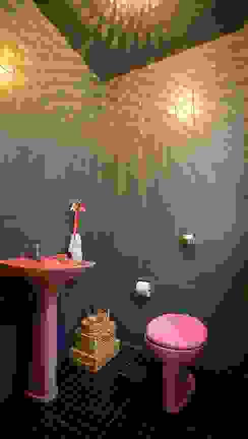 Baños de estilo moderno de Superstudiob Moderno Cerámico