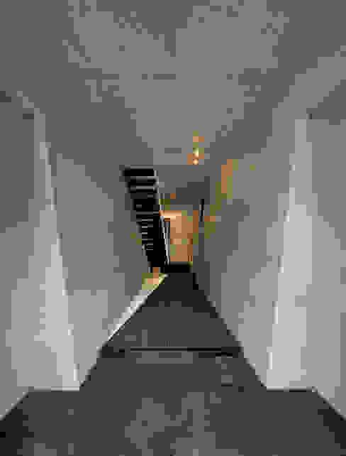 玄関ホール モダンな 家 の モリモトアトリエ / morimoto atelier モダン