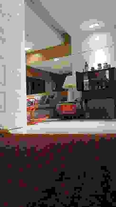 Eclectic style living room by Lucio Nocito Arquitetura e Design de Interiores Eclectic