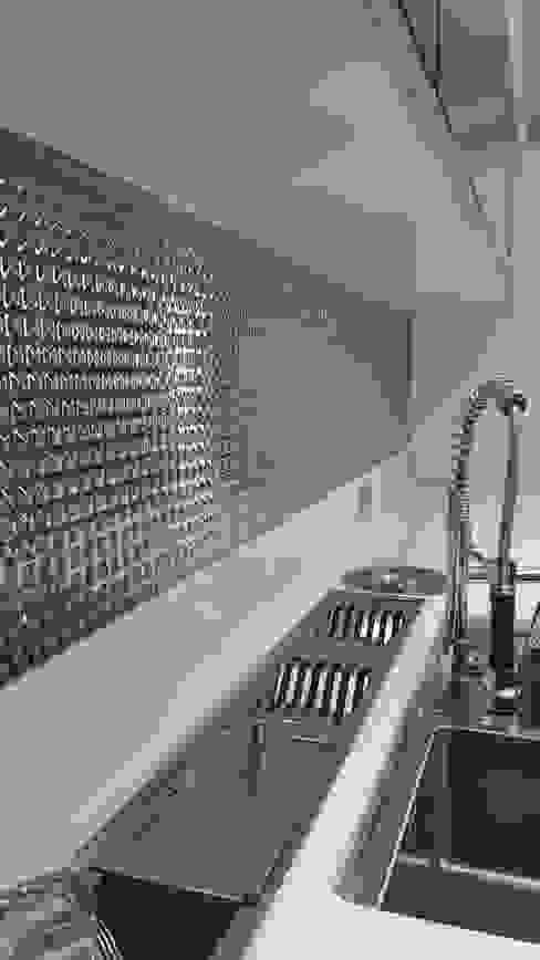 Moderne Küchen von Lucio Nocito Arquitetura e Design de Interiores Modern