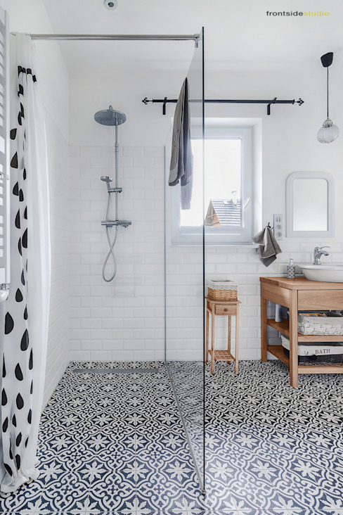 Scandinavian style bathroom by PracowniaPolka Scandinavian