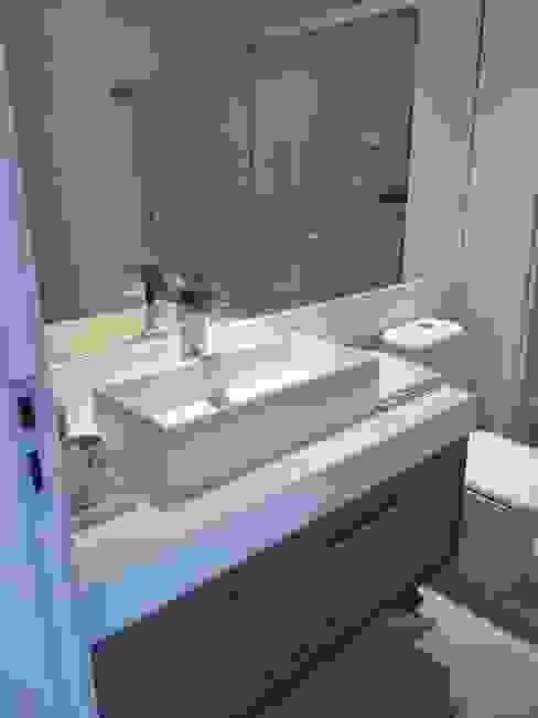 Banheiro clean Casas de banho modernas por Lucio Nocito Arquitetura e Design de Interiores Moderno
