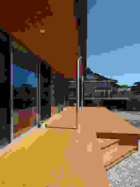 右松の家: ai建築アトリエが手掛けたテラス・ベランダです。,オリジナル