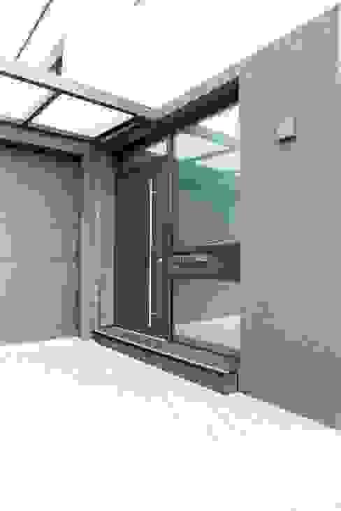 Eigenheim in Lerchenfeld Moderne Fenster & Türen von Herzog-Architektur Modern