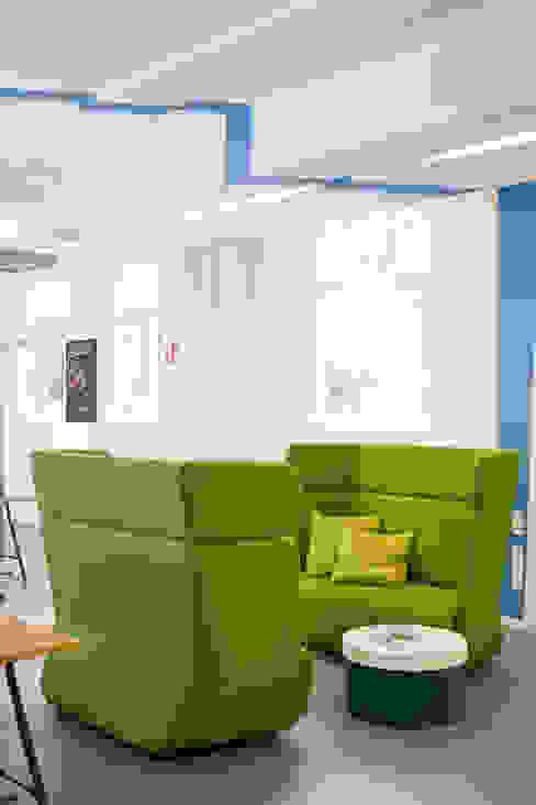 Simplesurance GmbH Sabine Oster Architektur & Innenarchitektur (Sabine Oster UG) Moderner Multimedia-Raum