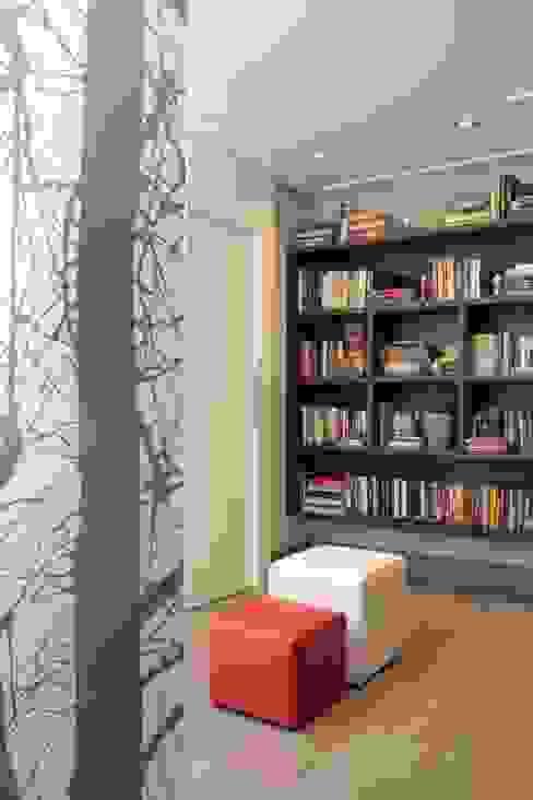 Pasillos, vestíbulos y escaleras de estilo moderno de Fernanda Moreira - DESIGN DE INTERIORES Moderno Tablero DM