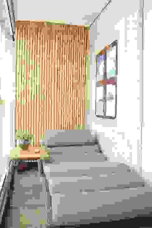 Balcones y terrazas modernos de Fernanda Moreira - DESIGN DE INTERIORES Moderno Bambú Verde