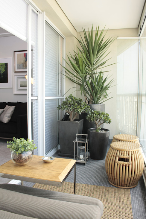 Modern balcony, veranda & terrace by Fernanda Moreira - DESIGN DE INTERIORES Modern Bamboo Green