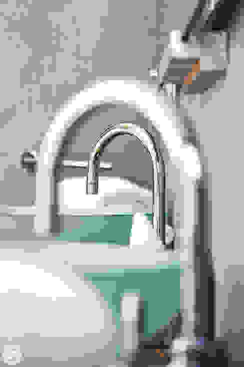 Mediterranean style bathroom by PASSAGE CITRON Mediterranean
