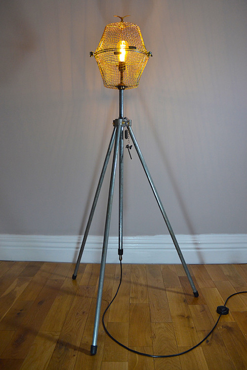 TALL FLOOR LIGHT  'FREE AS A BIRD':  Living room by it's a light, Industrial