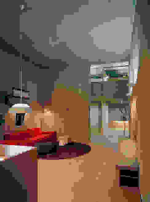 下小鳥の家 モダンデザインの リビング の 桐山和広建築設計事務所 モダン