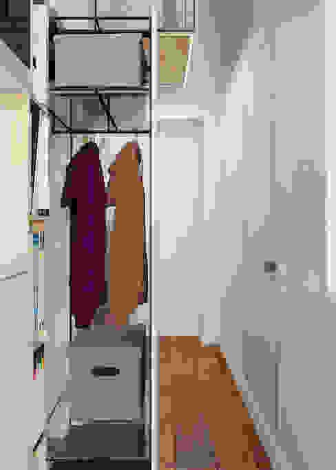 Walk in closet de estilo  por Vashantsev Nik, Ecléctico