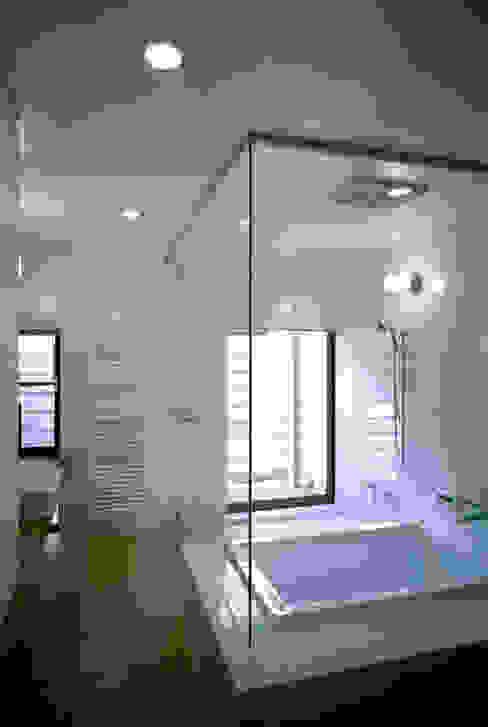 桐山和広建築設計事務所의  욕실, 모던
