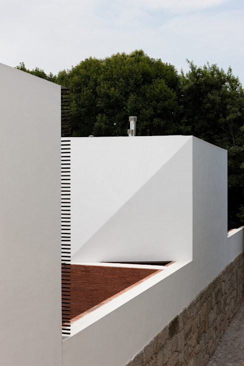 Fachada exterior Casas minimalistas por MANUEL CORREIA FERNANDES, ARQUITECTO E ASSOCIADOS Minimalista
