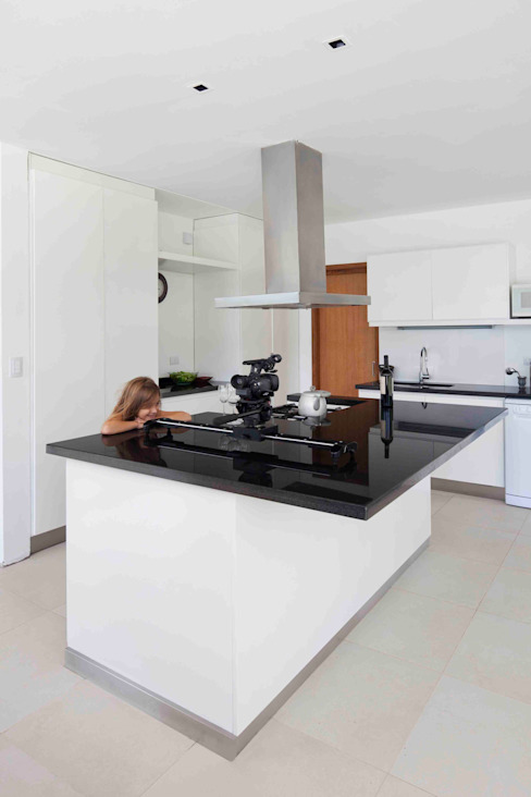 Cocinas modernas de Remy Arquitectos Moderno