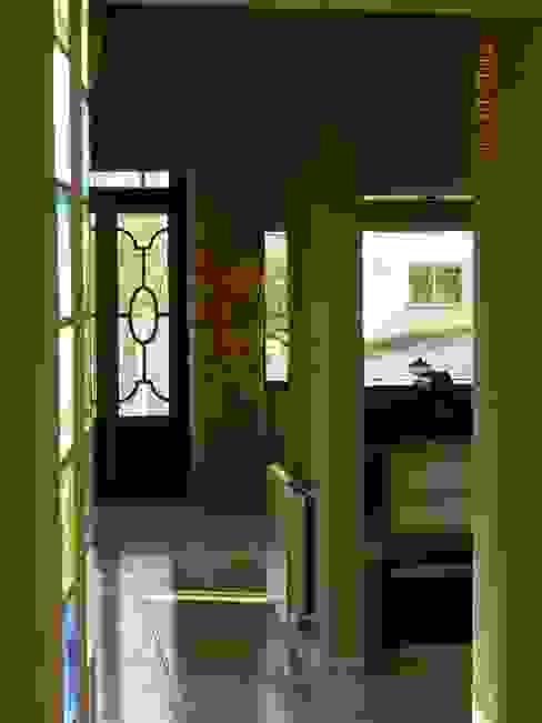 الممر الحديث، المدخل و الدرج من ART quitectura + diseño de Interiores. ARQ SCHIAVI VALERIA حداثي