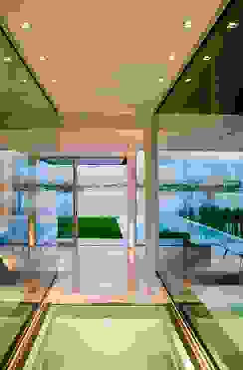 Casa Negra Livings modernos: Ideas, imágenes y decoración de Remy Arquitectos Moderno