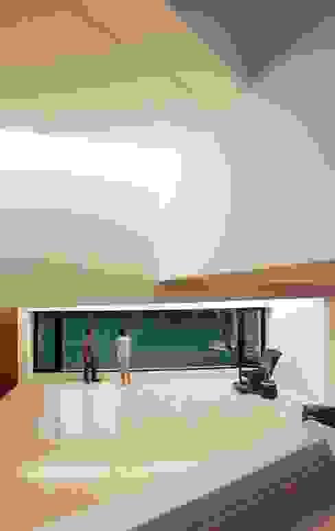 Casa Orquidea Livings modernos: Ideas, imágenes y decoración de Remy Arquitectos Moderno