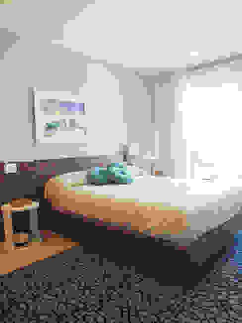 Apartamento de vacaciones en Sanxenxo, Galicia. Dormitorios de estilo moderno de Oito Interiores Moderno