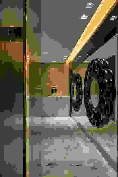 モダンスタイルの 玄関&廊下&階段 の Isabela Canaan Arquitetos e Associados モダン