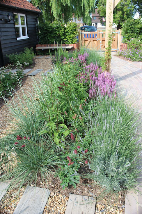 Little Eden Country style garden by Aralia Country Stone