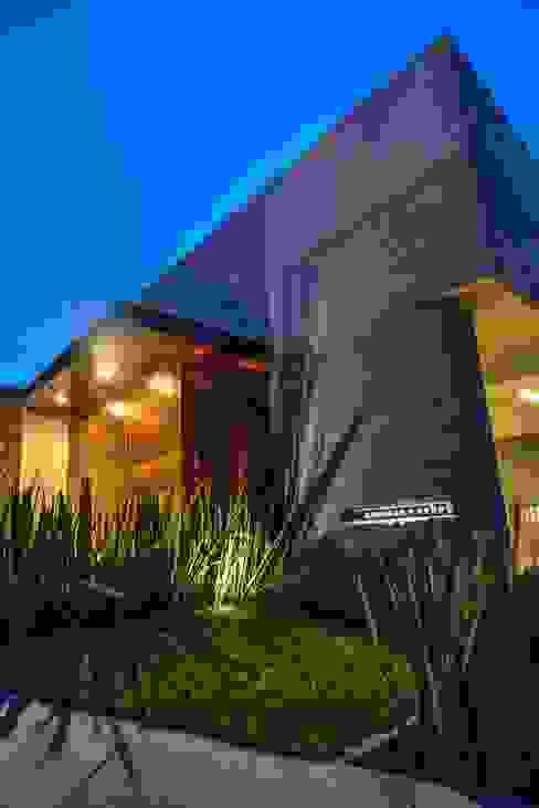 Fachada Acceso 2 Casas modernas: Ideas, diseños y decoración de ze|arquitectura Moderno