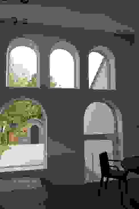 Tiendenschuur Van Mol Schoten Moderne ramen & deuren van DI-vers architecten - BNA Modern