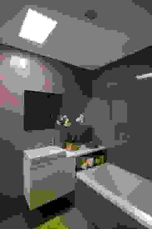 136F - Arquitectos 의  욕실, 모던