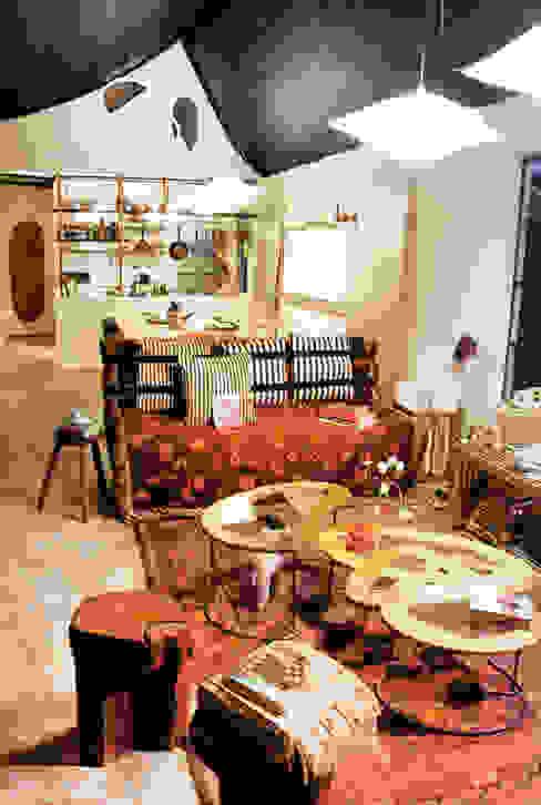 Salas / recibidores de estilo  por Juan Carlos Loyo Arquitectura , Moderno