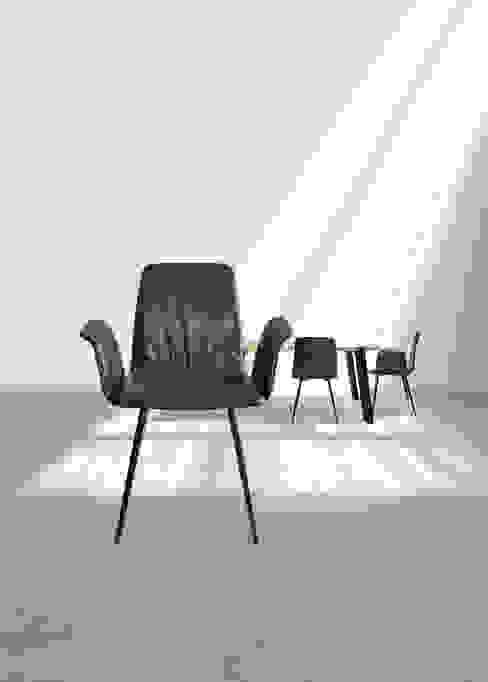 di KwiK Designmöbel GmbH Moderno Pelle Grigio
