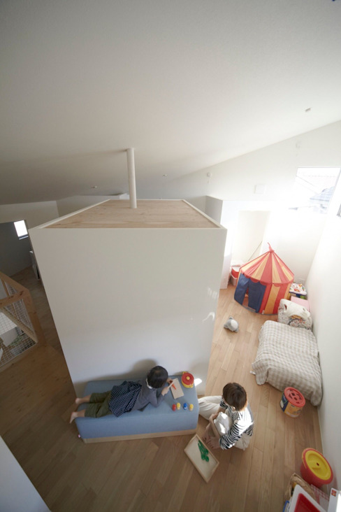 House in Aoba シキナミカズヤ建築研究所 Modern nursery/kids room