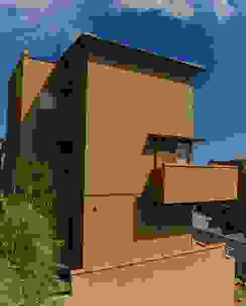 Casas modernas: Ideas, imágenes y decoración de 川口孝男建築設計事務所 Moderno Azulejos