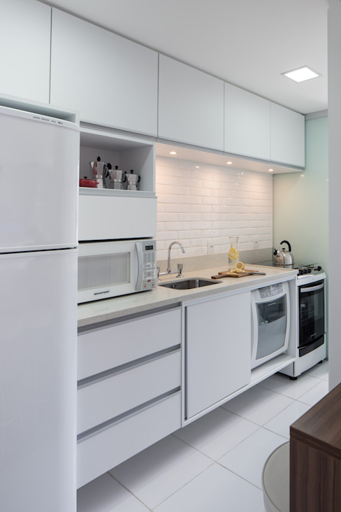 homify Kitchen MDF White