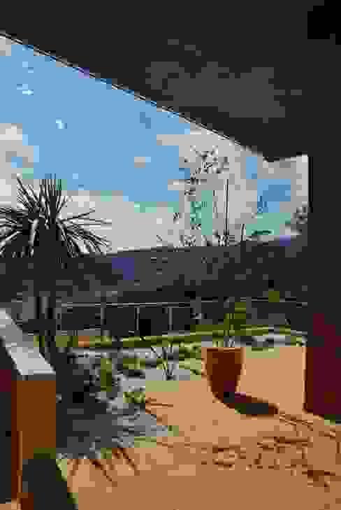 Mediterranean style garden by 川口孝男建築設計事務所 Mediterranean Ceramic