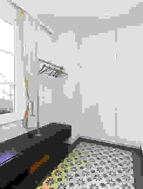 Classic style corridor, hallway and stairs by Mayr & Glatzl Innenarchitektur Gmbh Classic