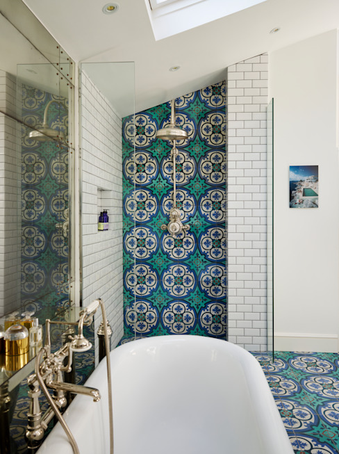 Victorian Terrace House, South-West London Banheiros tropicais por Drummonds Bathrooms Tropical