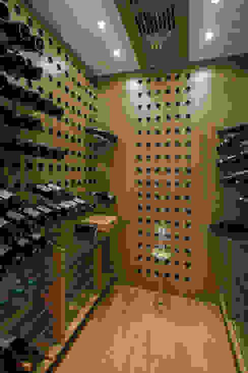 Bodegas de vino de estilo moderno de Silvia Romanholi Design de Interiores Moderno