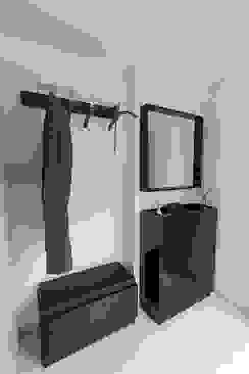 Pasillos, halls y escaleras minimalistas de SMART LIVING GmbH Minimalista