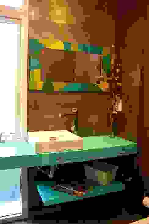 Baños de estilo moderno de AGUIRRE+VAZQUEZ Moderno