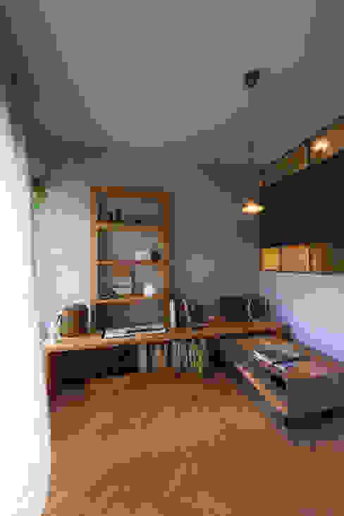 Salones de estilo moderno de Nobuyoshi Hayashi Moderno