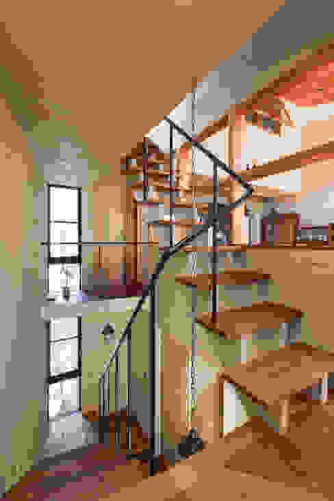 Hành lang, sảnh & cầu thang phong cách hiện đại bởi Nobuyoshi Hayashi Hiện đại