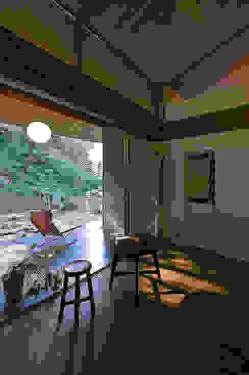 Nobuyoshi Hayashi Modern style balcony, porch & terrace