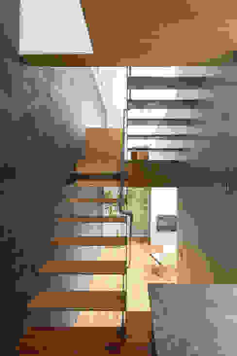 Ingresso, Corridoio & Scale in stile moderno di Nobuyoshi Hayashi Moderno