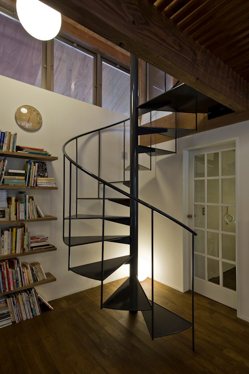 広明の家 モダンスタイルの 玄関&廊下&階段 の Nobuyoshi Hayashi モダン