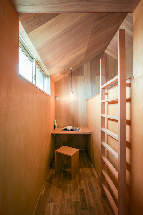 Modern Study Room and Home Office by Nobuyoshi Hayashi Modern