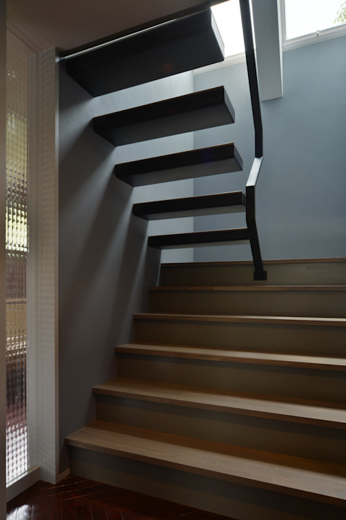 Modern corridor, hallway & stairs by Nobuyoshi Hayashi Modern