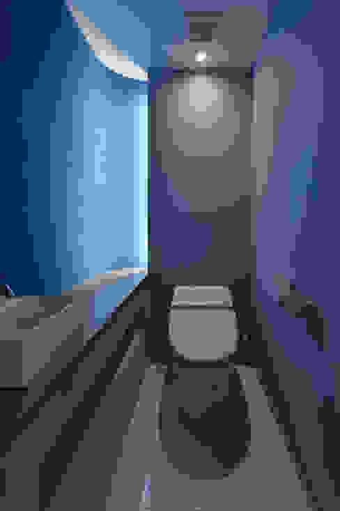 現代浴室設計點子、靈感&圖片 根據 Nobuyoshi Hayashi 現代風